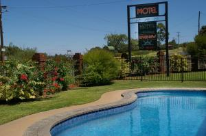 The swimming pool at or near Mildura Riverview Motel