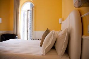 Un ou plusieurs lits dans un hébergement de l'établissement Roma Resort Trevi