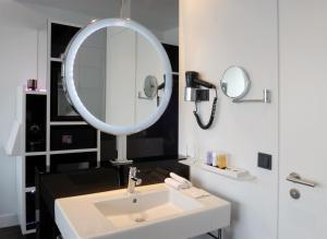A bathroom at Innside by Melia Manchester