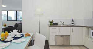 A kitchen or kitchenette at Park Regis North Quay