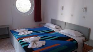 Een bed of bedden in een kamer bij Manine Apartments