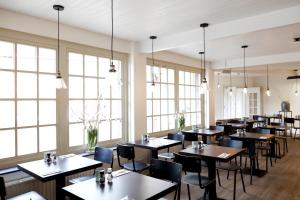 A restaurant or other place to eat at College Hotel Alkmaar