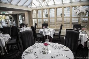 A restaurant or other place to eat at Lord Bute