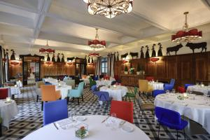 A restaurant or other place to eat at Hôtel & Spa Jules César Arles - MGallery Hotel Collection