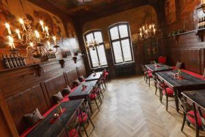 Ein Restaurant oder anderes Speiselokal in der Unterkunft Hotel zum Ritter