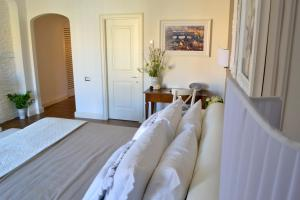 A bed or beds in a room at Lungarno Exclusive Apartment