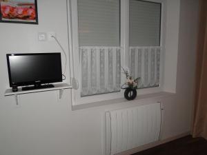 Télévision ou salle de divertissement dans l'établissement Studio Dadi