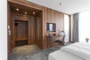 A television and/or entertainment center at Best Western Hotel am Europaplatz