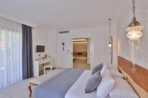 A bed or beds in a room at Arnna Hotel