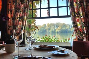 Restaurant ou autre lieu de restauration dans l'établissement La Chaîne D'or