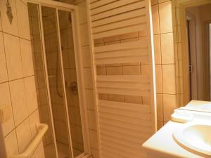 Ein Badezimmer in der Unterkunft Domein Westhoek Apartment