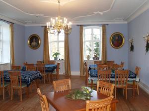 Ein Restaurant oder anderes Speiselokal in der Unterkunft Landhaus Schloss Kölzow