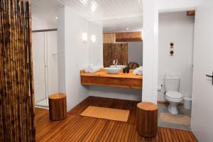 A bathroom at Pousada Aberdeen