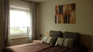 Ein Bett oder Betten in einem Zimmer der Unterkunft FeWo am Zwinger