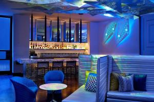 The lounge or bar area at W Los Angeles – West Beverly Hills