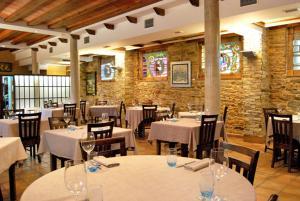 Un restaurante o sitio para comer en Posada Real La Lechería