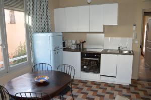 A kitchen or kitchenette at Villa Maredda