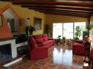 A seating area at Hostal El Mirador