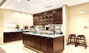A kitchen or kitchenette at Homewood Suites Atlanta Airport North
