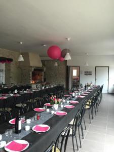 Restaurant ou autre lieu de restauration dans l'établissement Gite de l'Orangerie