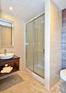 A bathroom at Nox Hotel Galway