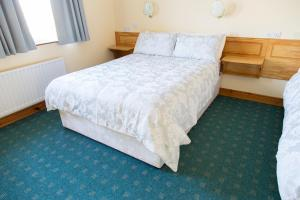 A bed or beds in a room at Doherty's Country Accommodation