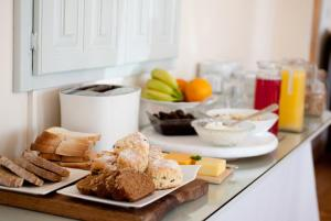 Breakfast options available to guests at Tower Lodge B&B
