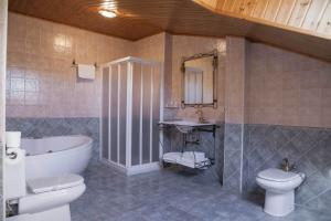 A bathroom at Hotel Rural La Plazuela