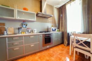 A kitchen or kitchenette at Five Stars Comfortable Kvartira