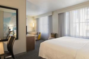 A bed or beds in a room at Courtyard by Marriott Nashville Downtown