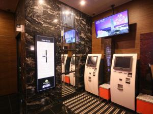 A television and/or entertainment center at APA Hotel Tsukiji-eki Minami
