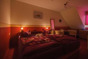 Ein Bett oder Betten in einem Zimmer der Unterkunft Landferienhaus Pension Erika