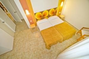 A bed or beds in a room at Can Jurat