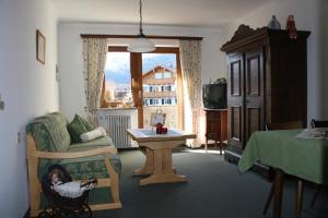 Ein Sitzbereich in der Unterkunft Ferienwohnungen Maria