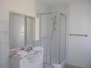 A bathroom at Gasthof am See