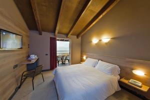 Postel nebo postele na pokoji v ubytování Hotel La Paül