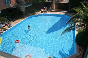 Bazén v ubytování Hotel La Paül nebo v jeho okolí