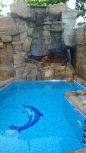 Family Hotel Niagara tesisinde veya buraya yakın yüzme havuzu
