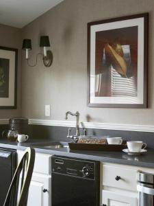 A kitchen or kitchenette at The White Hart