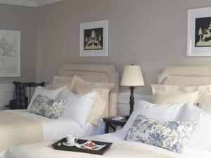 A bed or beds in a room at The White Hart