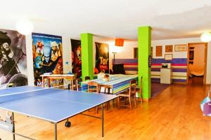 Ping-pong facilities at Coloured Studio or nearby