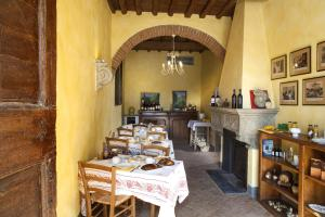 A restaurant or other place to eat at La Capannaccia