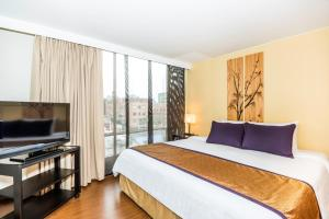 A bed or beds in a room at Lloyds Apartasuites Parque 93