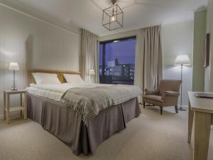 Säng eller sängar i ett rum på Hotel Bishops Arms Piteå