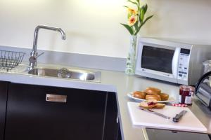 A kitchen or kitchenette at The Postbox By BridgeStreet