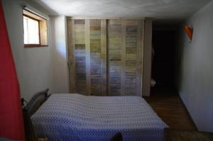 A bed or beds in a room at Appartement Dans Chalet de Montagne