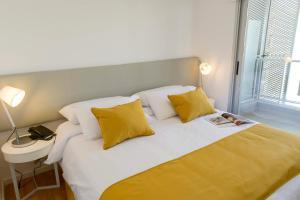 Cama ou camas em um quarto em Mérit Montevideo Apart & Suites