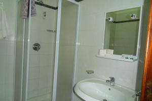 A bathroom at Hotel Astoria Pompei