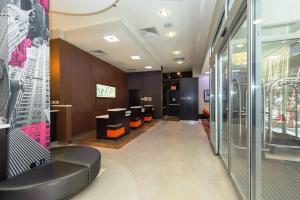 The lobby or reception area at Courtyard by Marriott Times Square West