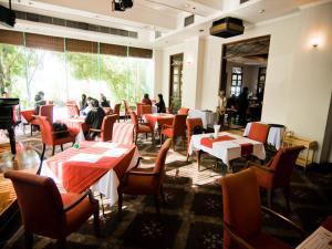 ライトーン ホテルにあるレストランまたは飲食店
